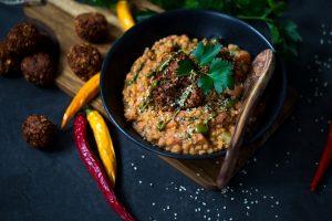 Quinoa Bällchen mit Linsen Dhal