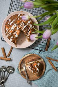 Veganer Karottenkuchen mit Cashew-Creme