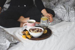 Zitronenwasser - ein Muss in der Morgenroutine