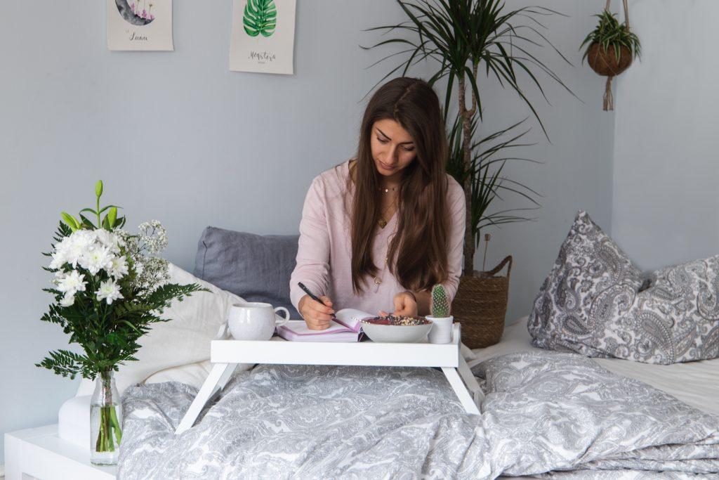 Journaling @sheloveating